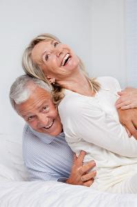 photodune-3196483-senior-couple-laughing-together-xs